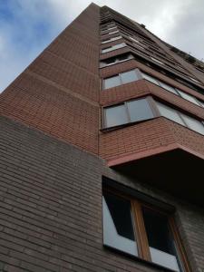 облицовка монолитных поясов здания